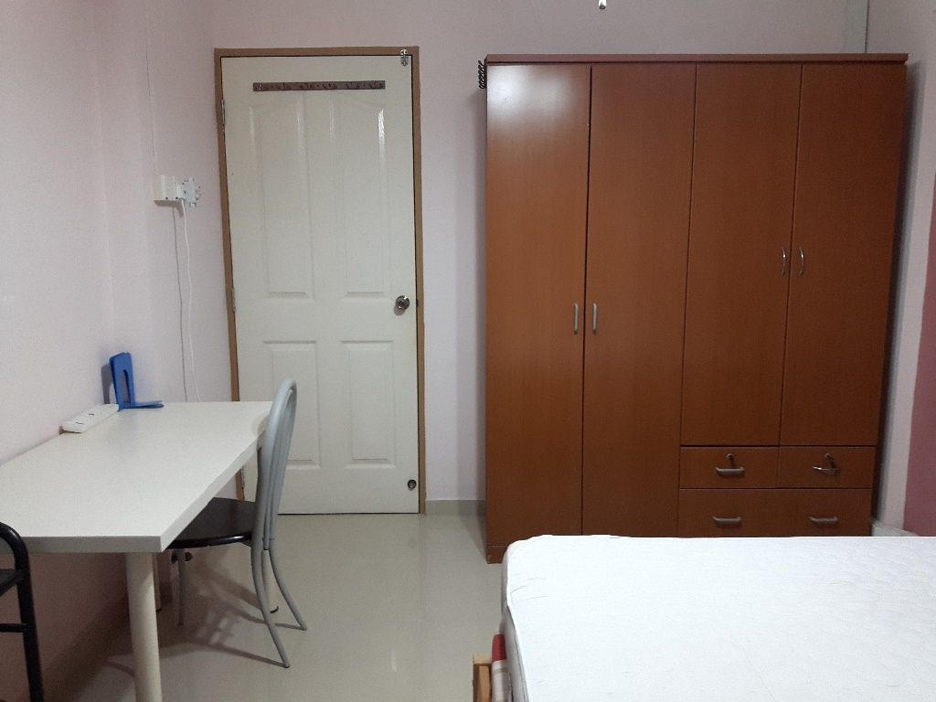 Fully Furnished Master Bedroom - Clementi - Bedroom - Homates Singapore